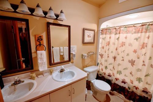 Ein Badezimmer in der Unterkunft Burleigh Falls Inn