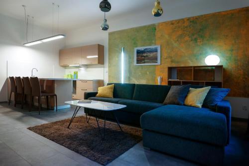 Ein Sitzbereich in der Unterkunft Apartments At The Blue Duckling