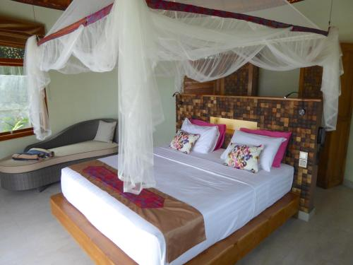 A bed or beds in a room at Puri Dajuma Villas