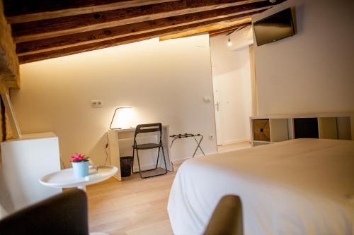 Letto o letti in una camera di Host & Home