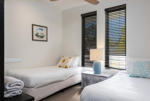 A bed or beds in a room at Park Cove Apartment 1