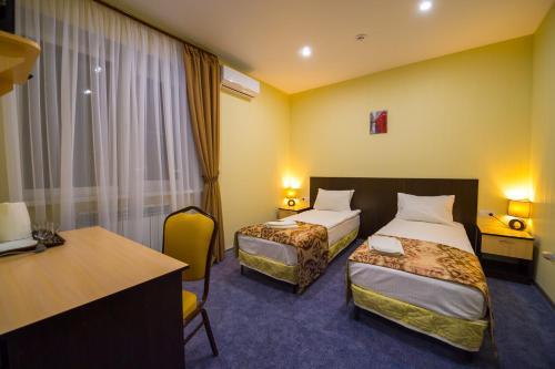 Кровать или кровати в номере НАШ Мини-отель ЛЕБЕДЯНЬ