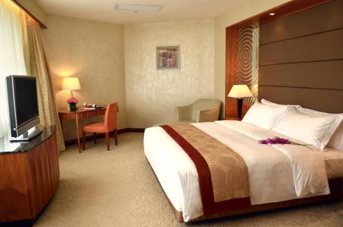A bed or beds in a room at Grandview Hotel Macau
