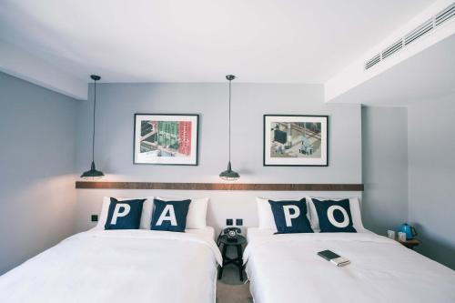 A bed or beds in a room at PAPO'A HOTEL