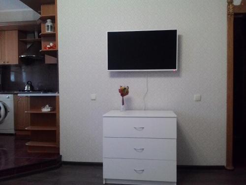 Телевизор и/или развлекательный центр в Сеть апартаментов Star House Б Khmelnitskogo 79