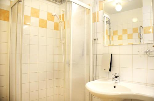 A bathroom at Clarion Collection Hotel Etage