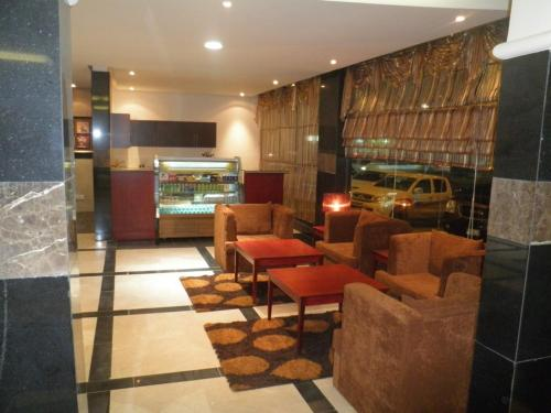 O lounge ou bar de Al Muhaidb Al Nadwa