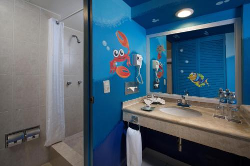A bathroom at Oasis Palm - All Inclusive