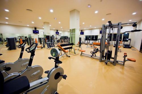 Gimnasio o instalaciones de fitness de Majestic Elegance Punta Cana - All Inclusive