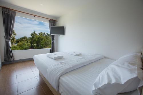 Een bed of bedden in een kamer bij P168 Hostel Samui