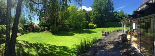A garden outside Chambre D'Hôtes le Phenix