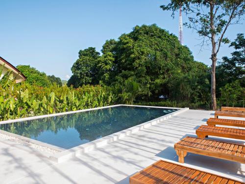 Swimmingpoolen hos eller tæt på Moon Cottage