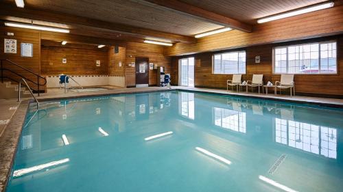 The swimming pool at or near Best Western Plus Rama Inn