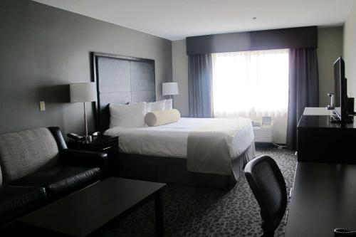 A bed or beds in a room at Best Western Plus Aberdeen