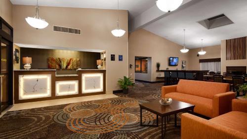 The lobby or reception area at Best Western Maple City Inn