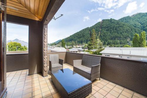 A balcony or terrace at Tahuna Pod Hostel