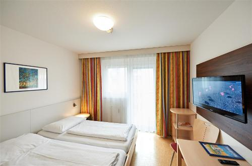 A bed or beds in a room at Hotel Kolping Wien Zentral