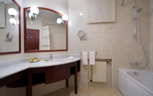Ванная комната в Отель Марриотт Москва Тверская