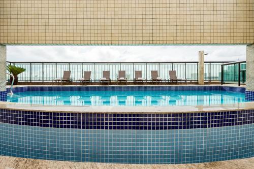 A piscina localizada em Grand Mercure Brasilia Eixo Monumental ou nos arredores