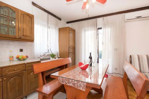 Kuchyň nebo kuchyňský kout v ubytování Apartment Kurbasa