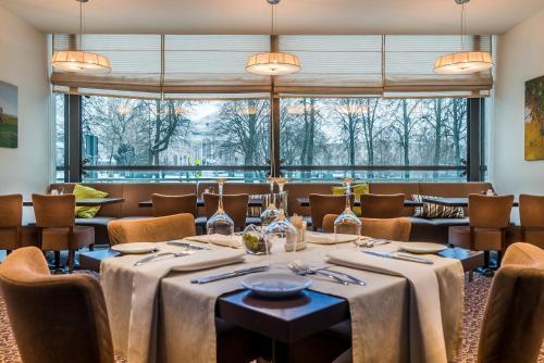 Reštaurácia alebo iné gastronomické zariadenie v ubytovaní Hotel Panorama