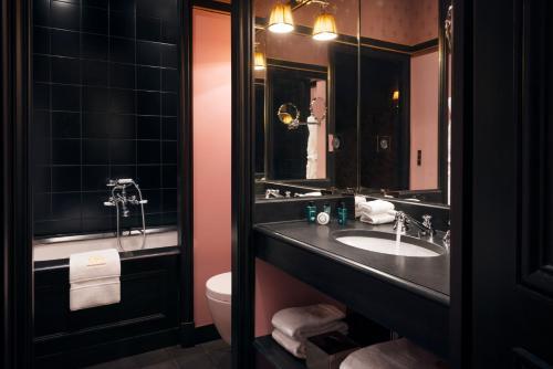 Um banheiro em Maison Souquet