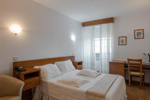 Cama ou camas em um quarto em Hotel Santos