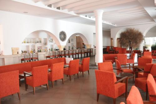 A restaurant or other place to eat at Hotel Menara