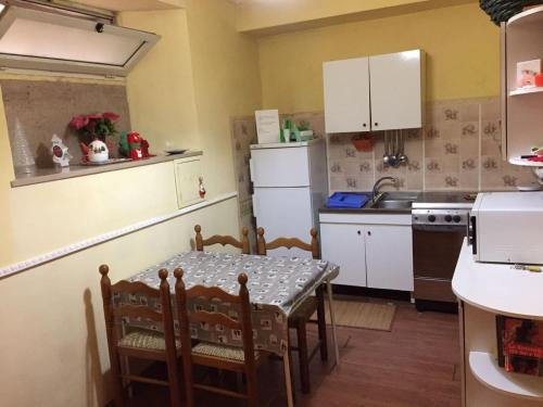 A kitchen or kitchenette at Bed&Books Apartment
