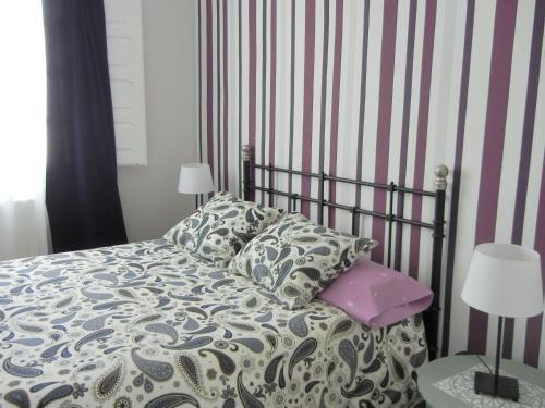 A bed or beds in a room at Casa Rural Casta Alvarez