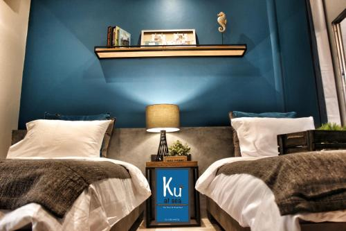 A bed or beds in a room at Ku at sea