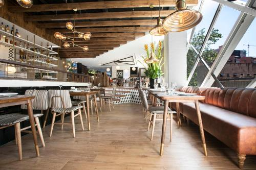 A restaurant or other place to eat at Viaggio Medellín Grand Select