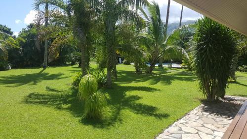 Um jardim em Villa ManaOra