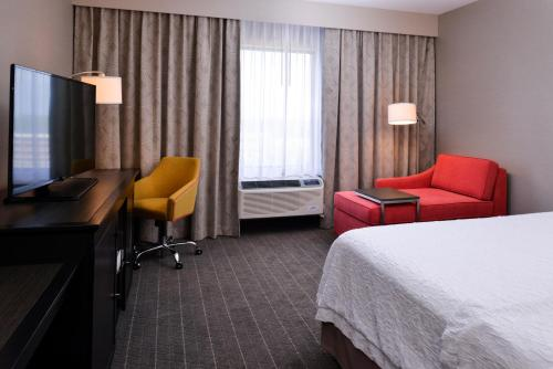 A television and/or entertainment center at Hampton Inn Pittsburgh - Wexford - Cranberry South