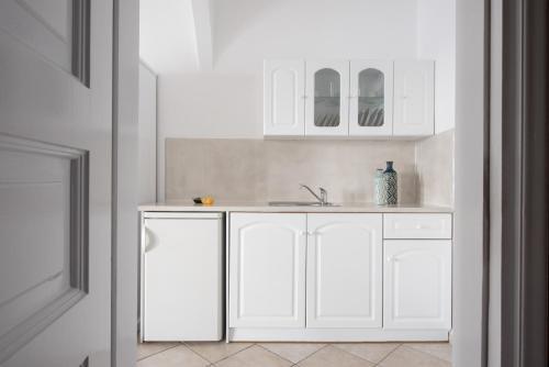 A kitchen or kitchenette at Agnadema Apartments