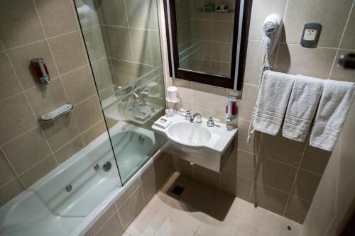 A bathroom at Lennox Ushuaia