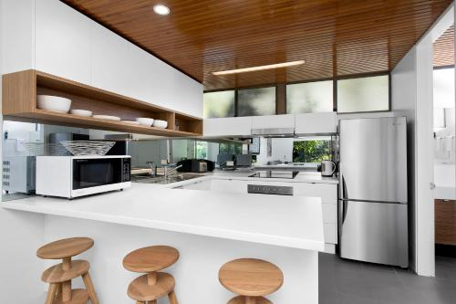 A kitchen or kitchenette at Beachside Beauty at Sapphire Beach