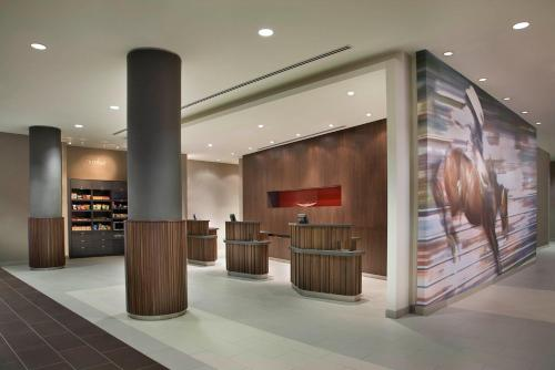 The lobby or reception area at Courtyard by Marriott Calgary Airport
