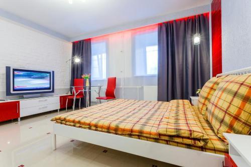 Кровать или кровати в номере Апартаменты на Лесном 3 #5