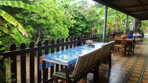 ห้องอาหารหรือที่รับประทานอาหารของ Baan Benjathip
