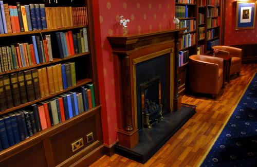 The library in the hotel