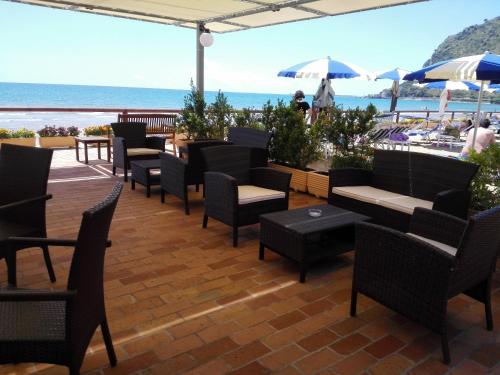 A restaurant or other place to eat at Hotel Acquasanta