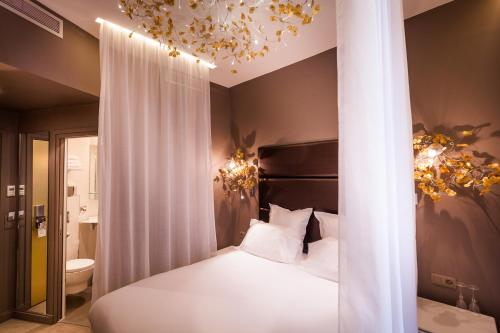 A bed or beds in a room at Legend Saint Germain by Elegancia