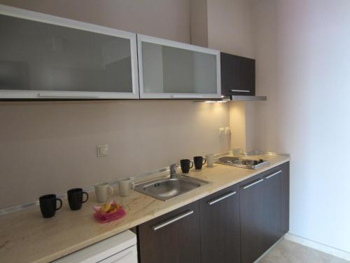 A kitchen or kitchenette at Island