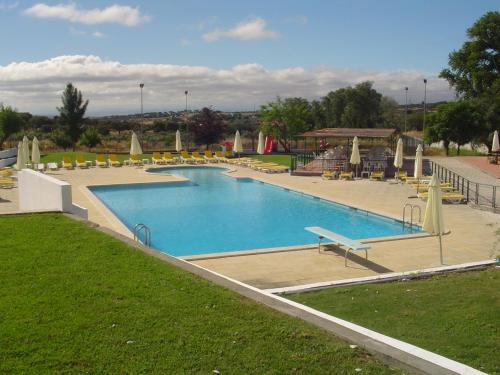 The swimming pool at or near Hotel Rural Quinta de Santo Antonio