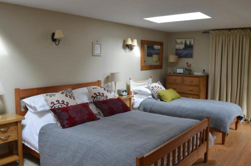 A bed or beds in a room at Motts Bed & Breakfast