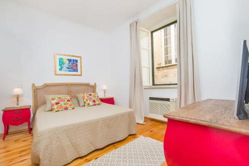 A bed or beds in a room at Arty Old Town Apartments by Irundo