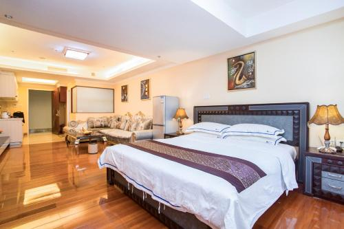 A bed or beds in a room at The Legend Nuomo Service Apartment