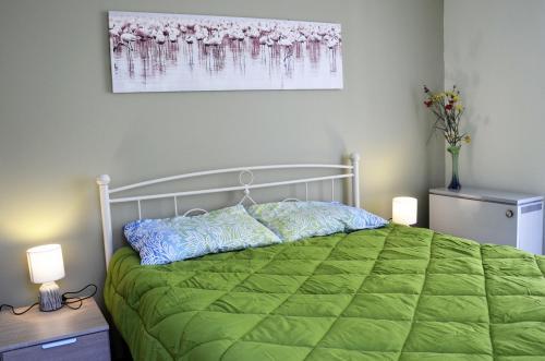 Ένα ή περισσότερα κρεβάτια σε δωμάτιο στο Kalimera Apartment