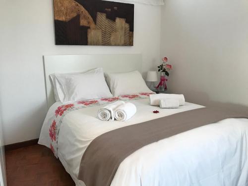 Uma cama ou camas num quarto em Alegria Apartment Porto Downtown